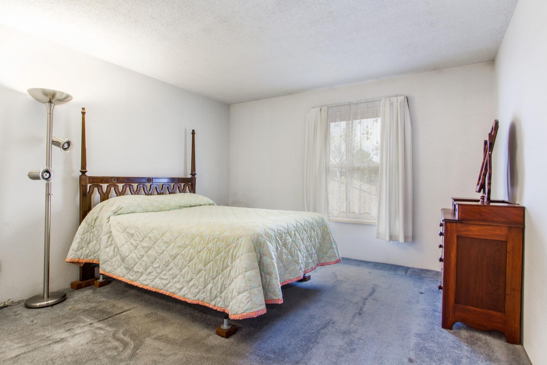 Bedroom_1800x1200_2694118.jpg