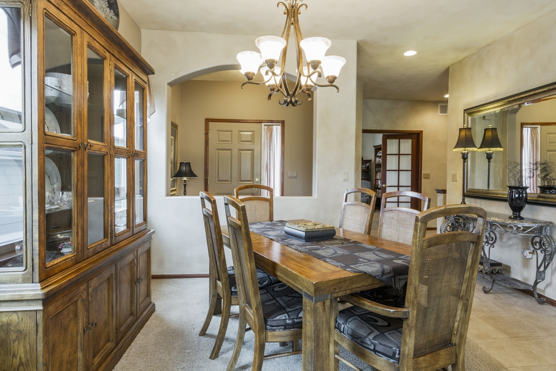 Dining-Room_1800x1200_2762563.jpg