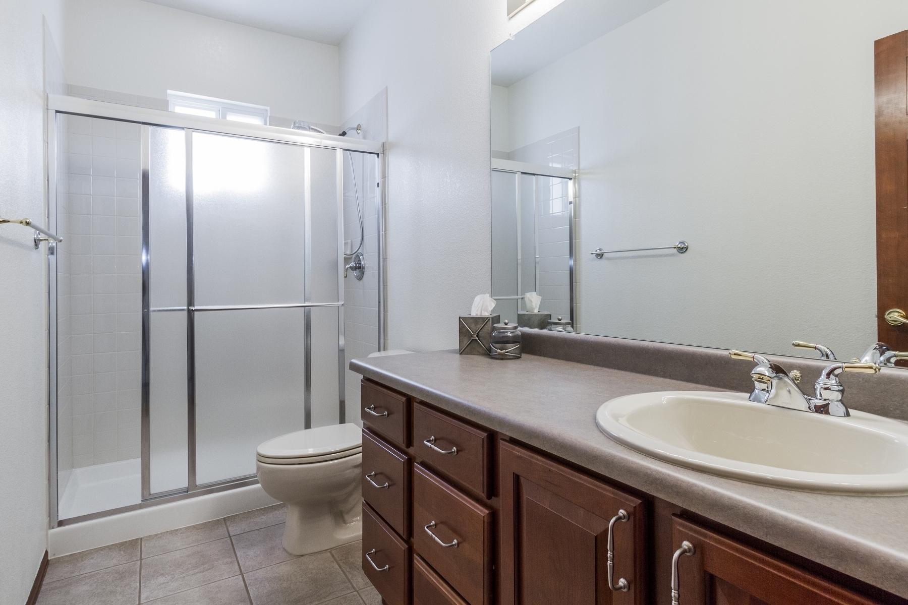 G Bathroom_1800x1200_2762538.jpg