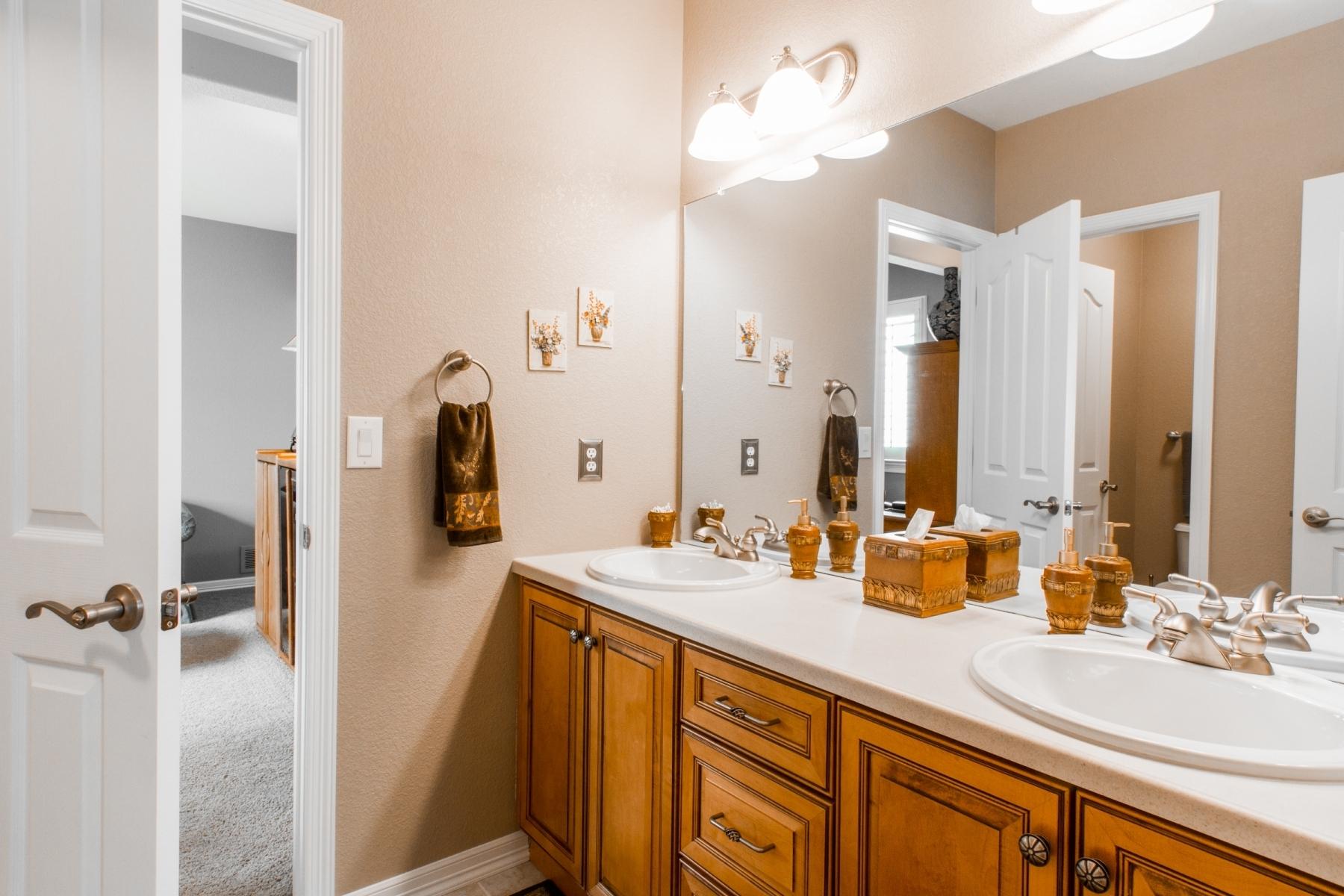 Bathroom_1800x1200_2768896.jpg