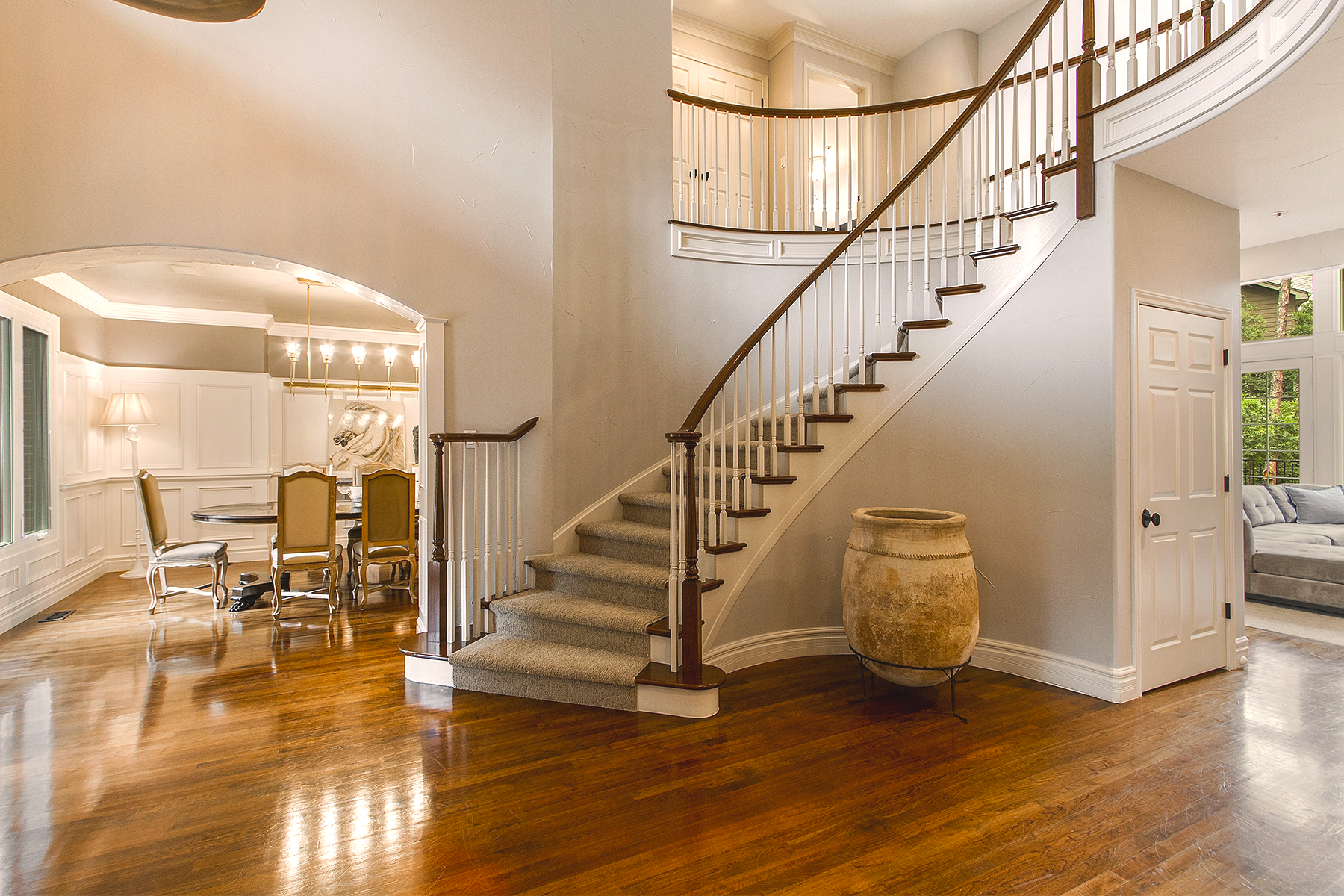Staircase_1800x1200_2813116-edit.png
