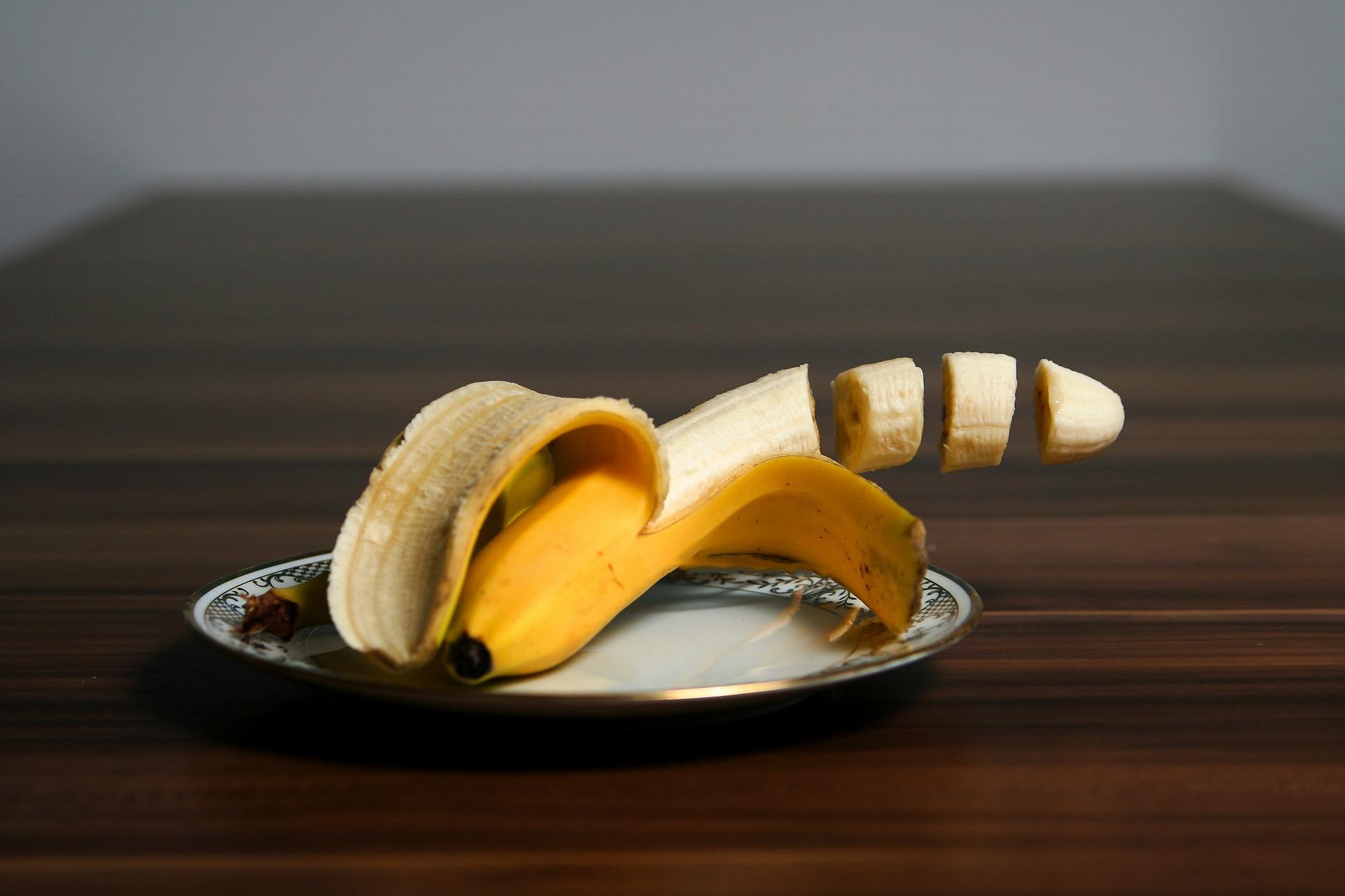 banana-344361_1920.jpg