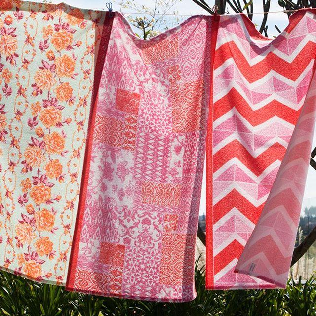 Nossa toalha Paraty é a cara do verão, com estampas alegres e vibrantes. Garanta suas peças nas melhores lojas do segmento!