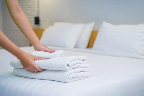 Como dobrar lençol com elástico corretamente