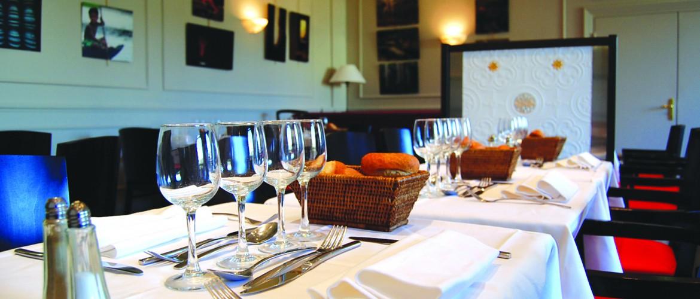 CNA restaurants-la-petite-carte-1170x500.jpg