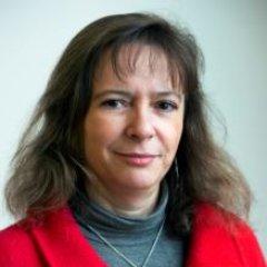 Nelly RecrosioDirectrice Grands ComptesEDF - Nelly Recrosio est diplômée de l'École Centrale Paris. Elle rejoint le Groupe EDF en 1985 à l'issue de ses études d'ingénieur, en intégrant la R&D. Elle y occupe plusieurs postes jusqu'en 2007, dans différents domaines techniques et diverses fonctions managériales. Puis elle rejoint la Direction Commerce, pour créer au sein du marketing BtoB une équipe de construction d'offres de services aux clients entreprises et collectivités. En 2010, elle rejoint la Direction Commerciale Régionale Ile de France, prenant en charge le marché des grandes entreprises. Elle est ensuite nommée Directrice Déléguée de la Direction Commerciale Régionale Nord-Ouest (Lille) de 2013 à 2015. Elle occupe la fonction de Directrice Grands Comptes depuis mai 2015. C'est au sein de cette Direction qu'elle a actuellement en charge la relation commerciale avec les plus grands clients d'EDF, leur apportant outre les contrats d'énergie, des solutions leur permettant d'accroître leur performance.