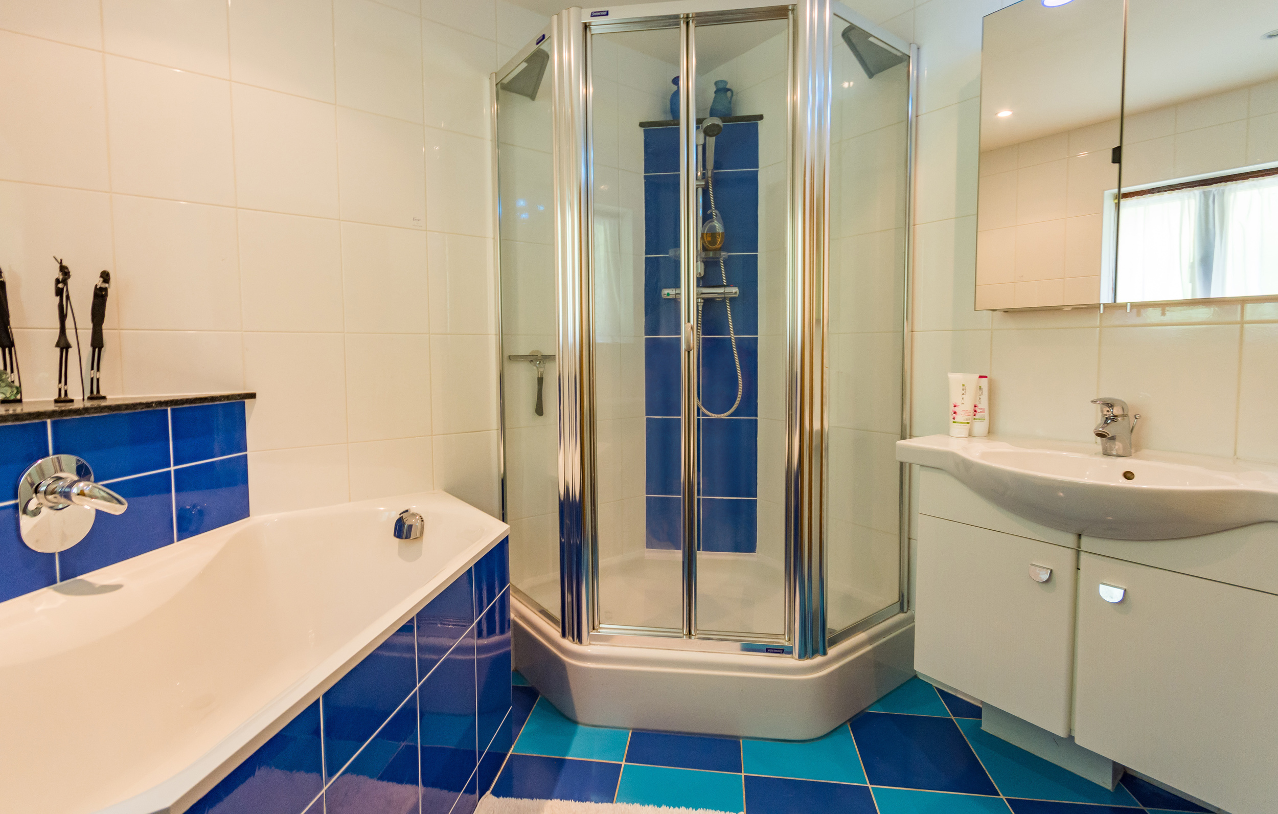 Family Bathroom 1 - Beech Nook Thornthwaite, Keswick Holidays Self Catering.jpg