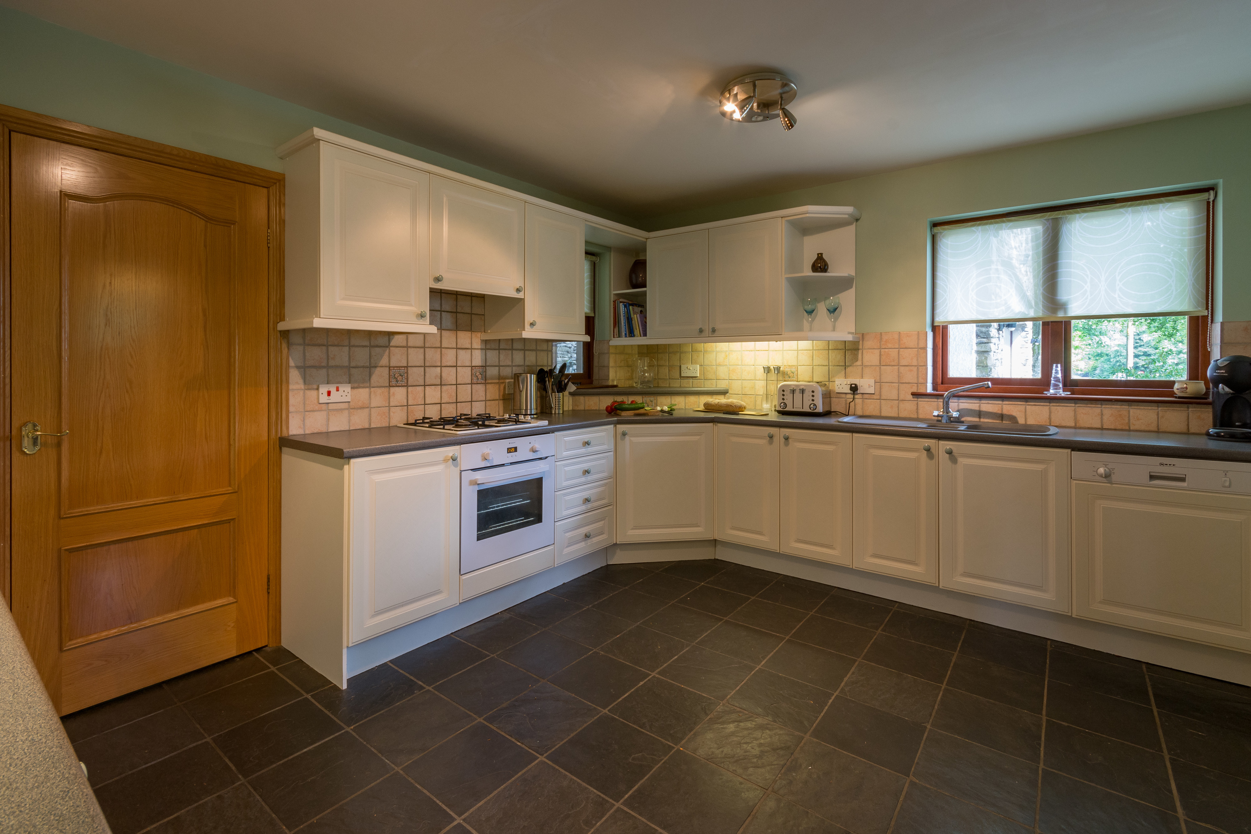 Kitchen 3 - Beech Nook Thornthwaite, Keswick Holidays Self Catering.jpg
