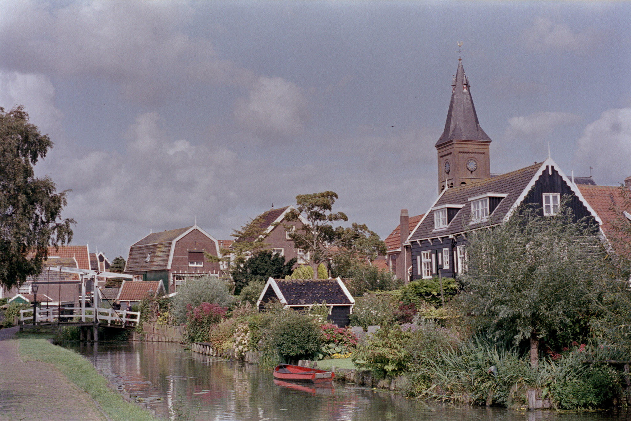 I like the Dutch. They have wrought their share of pain, but they did it early, and got out while the getting was good, and now we have largely forgotten. They mostly spent their money on the right things and now we can enjoy their beautiful houses these centuries later. Superia 400.