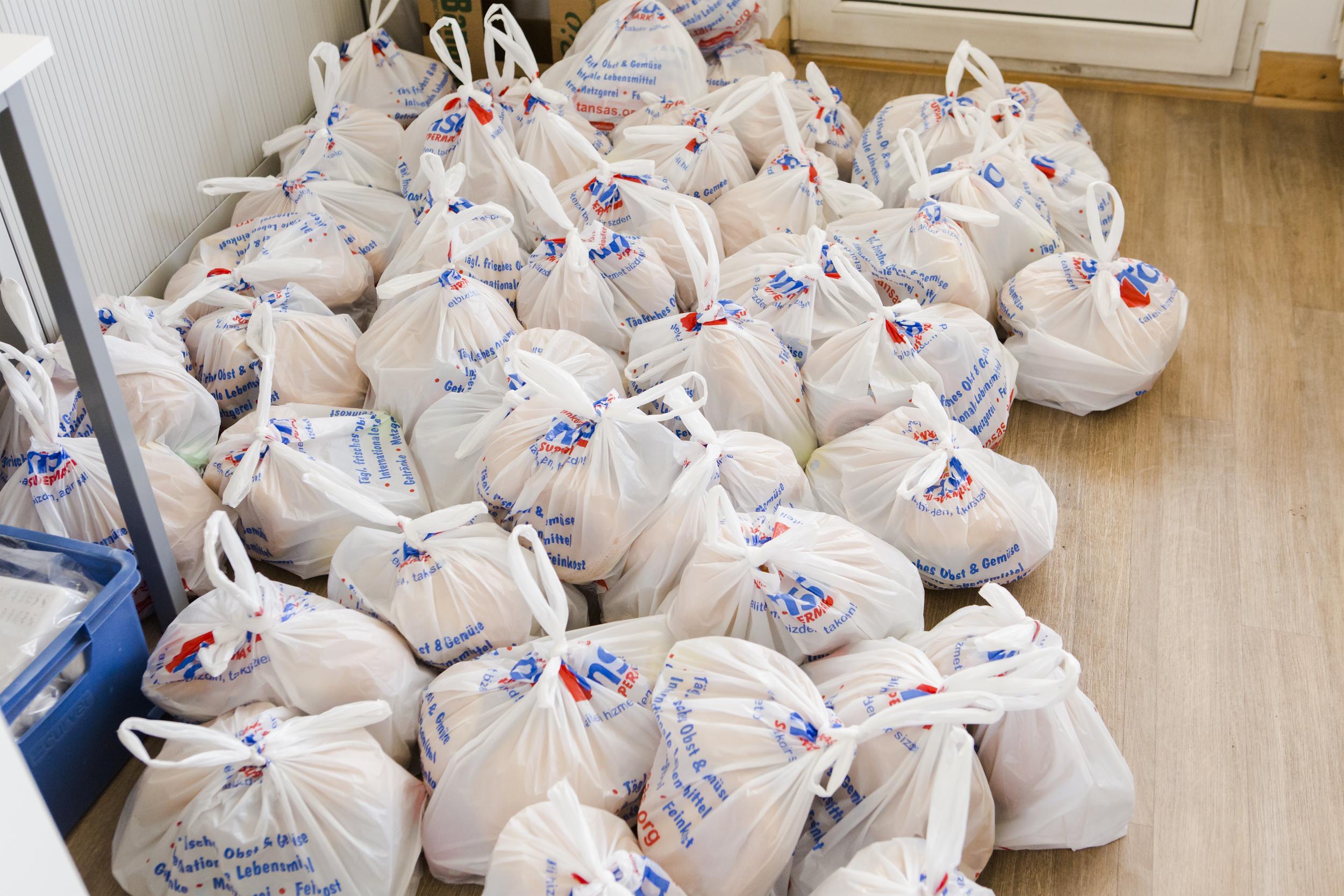 Für den ersten Tag liegen Lebensmittelpakete bereit