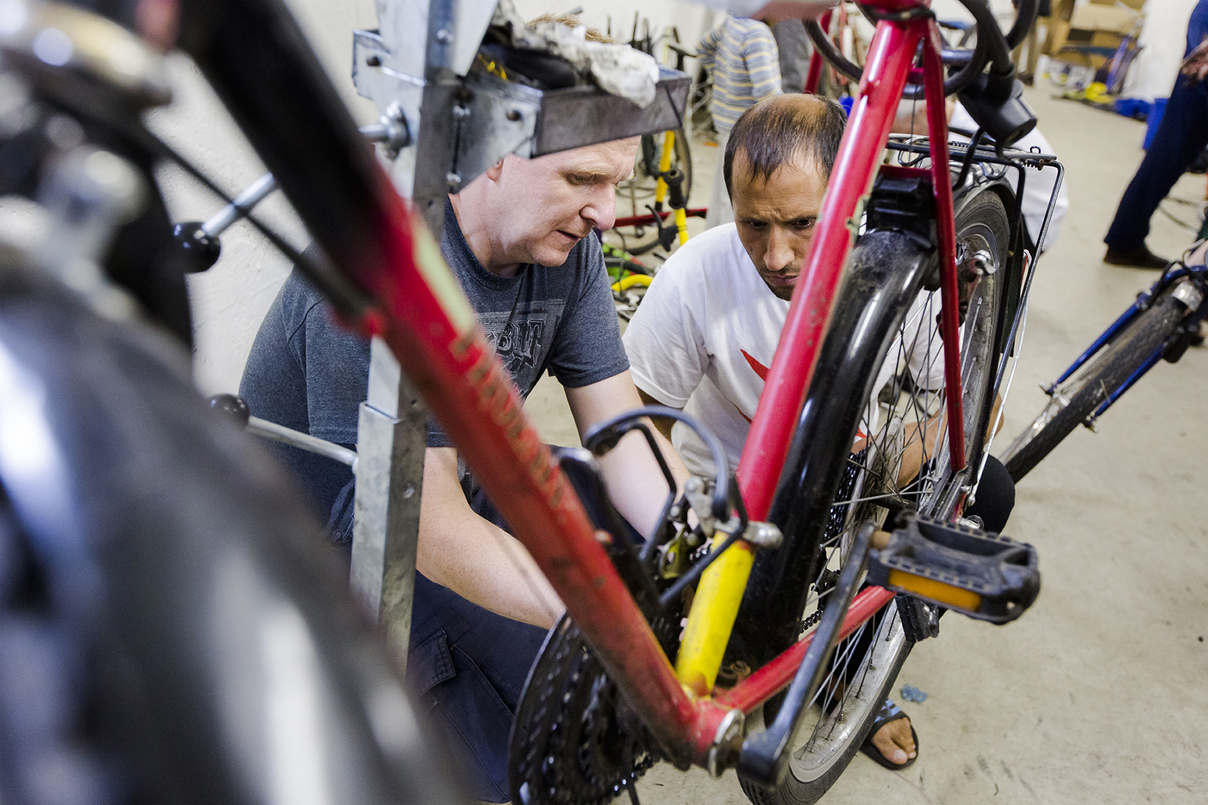 Die Arbeit an den Fahrrädern erfordert Konzentration und Geduld