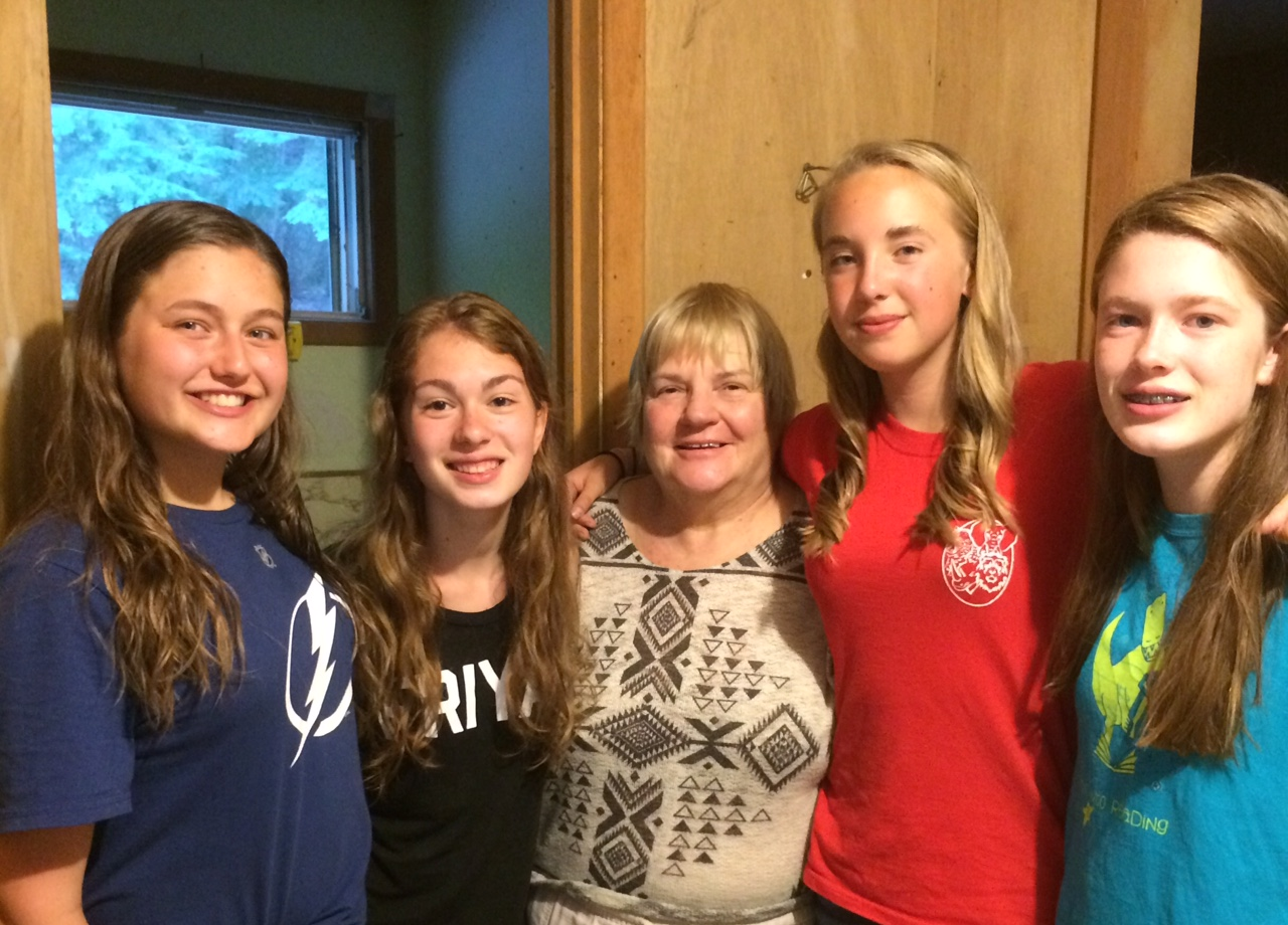 Ms. Kathy Phillips with some campers - медсестра з юначками