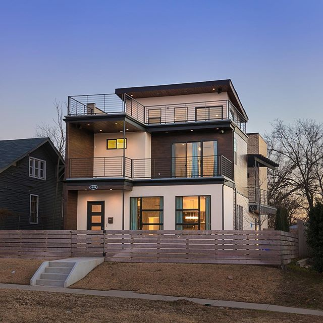 I think modern Monday should be a thing because who doesn't love a good modern house. This one is in the heart of OKC right off 10th street.  Listing courtesy of @galavizestates  #modernmonday #lifestyle #photography #interior #design #interiordesign #architechture #oklahoma #city #realestate #realestatephotography #okc #photographer #inlove #potd #luxury #style #homestaging #okcrealestate #home #modern #house #newbuild #twilight #twilightscapes