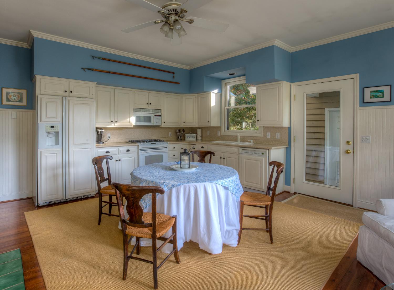 130 kitchen-inside.jpg