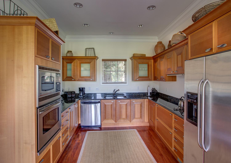 080 kitchen.jpg