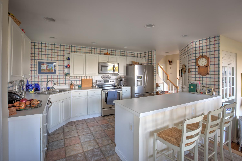 030 kitchen-fridge.jpg