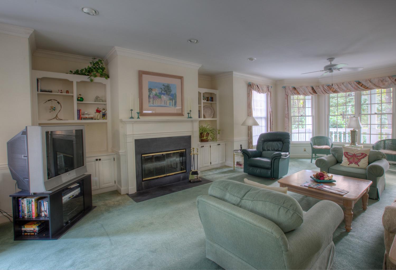 040 living-fireplace.jpg