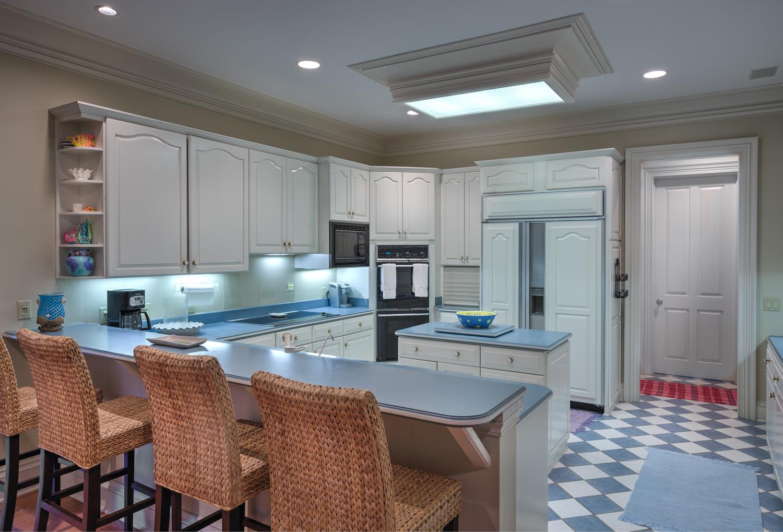 070 kitchen-in.jpg