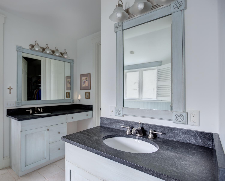 20 master-bath-sink.jpg