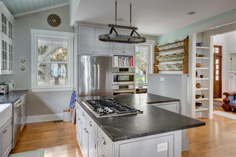 16 kitchen-door.jpg