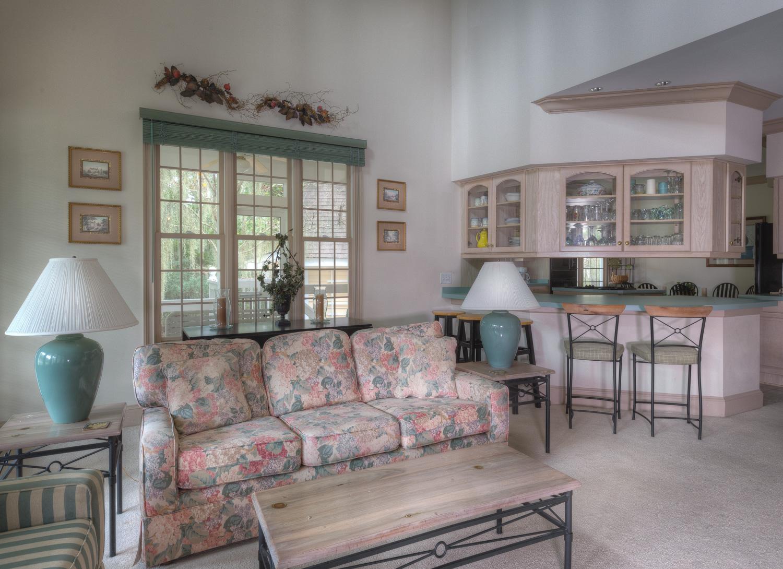 090 living-room-bar.jpg