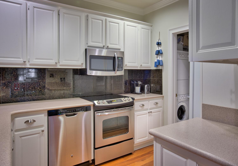 040 kitchen.jpg