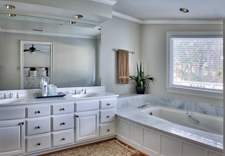 040 master-bath.jpg