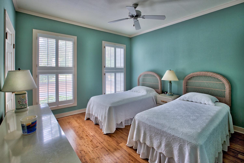 300 bedroom.jpg