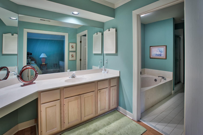 220 master-bath.jpg