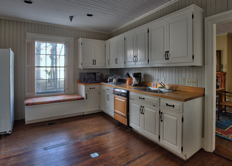 090 kitchen-cabinets.jpg