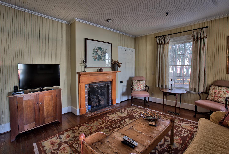055 living-room-tv.jpg