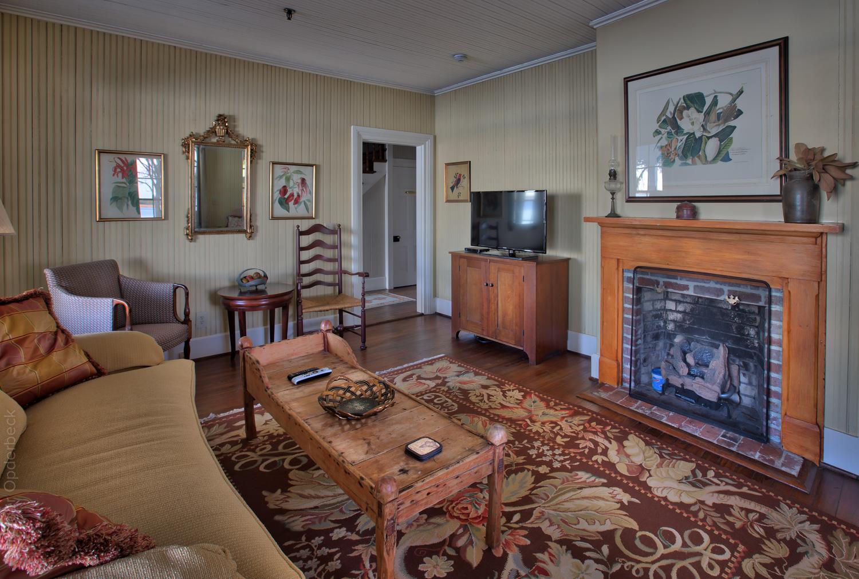 060 living-room-door.jpg