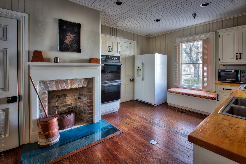 080 kitchen-fridge.jpg