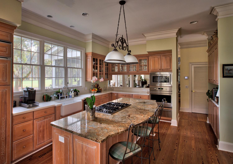 030 kitchen.jpg