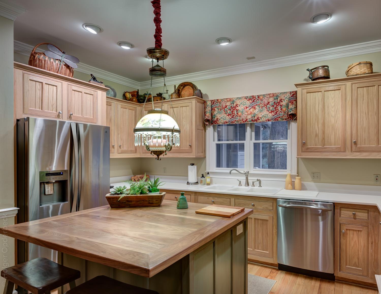 110 kitchen-to-back.jpg