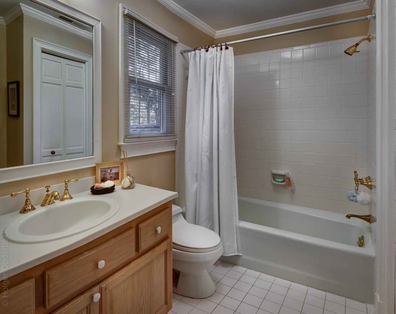 260 upper-bedroom-bath-PS1.jpg