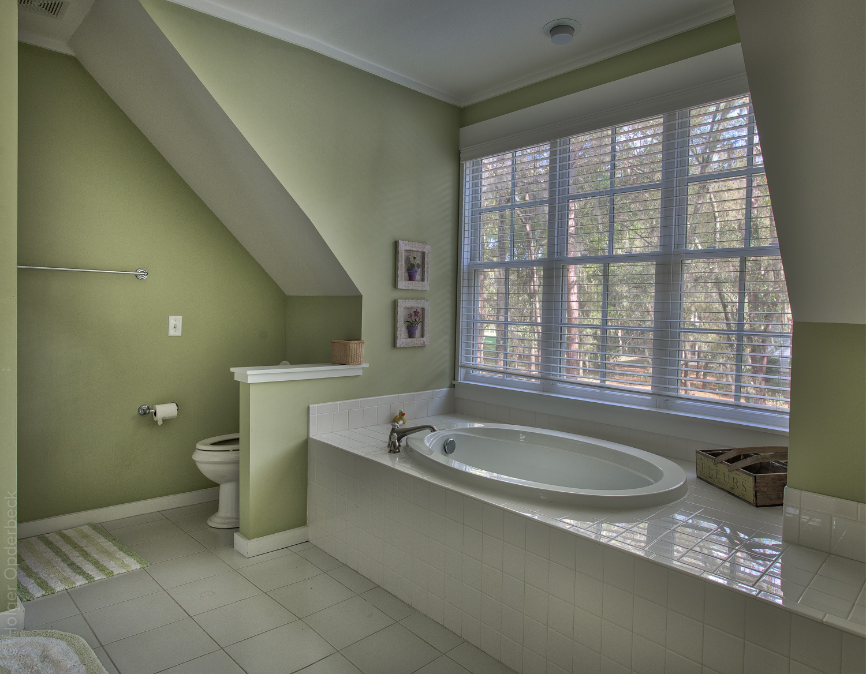 220 master-bath-tub.jpg