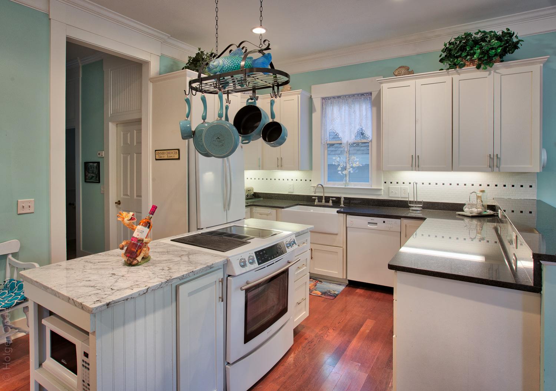020 kitchen.jpg