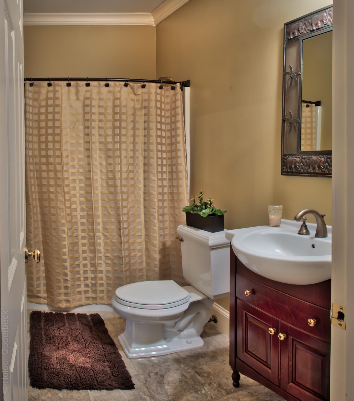 260 hall-bath.jpg