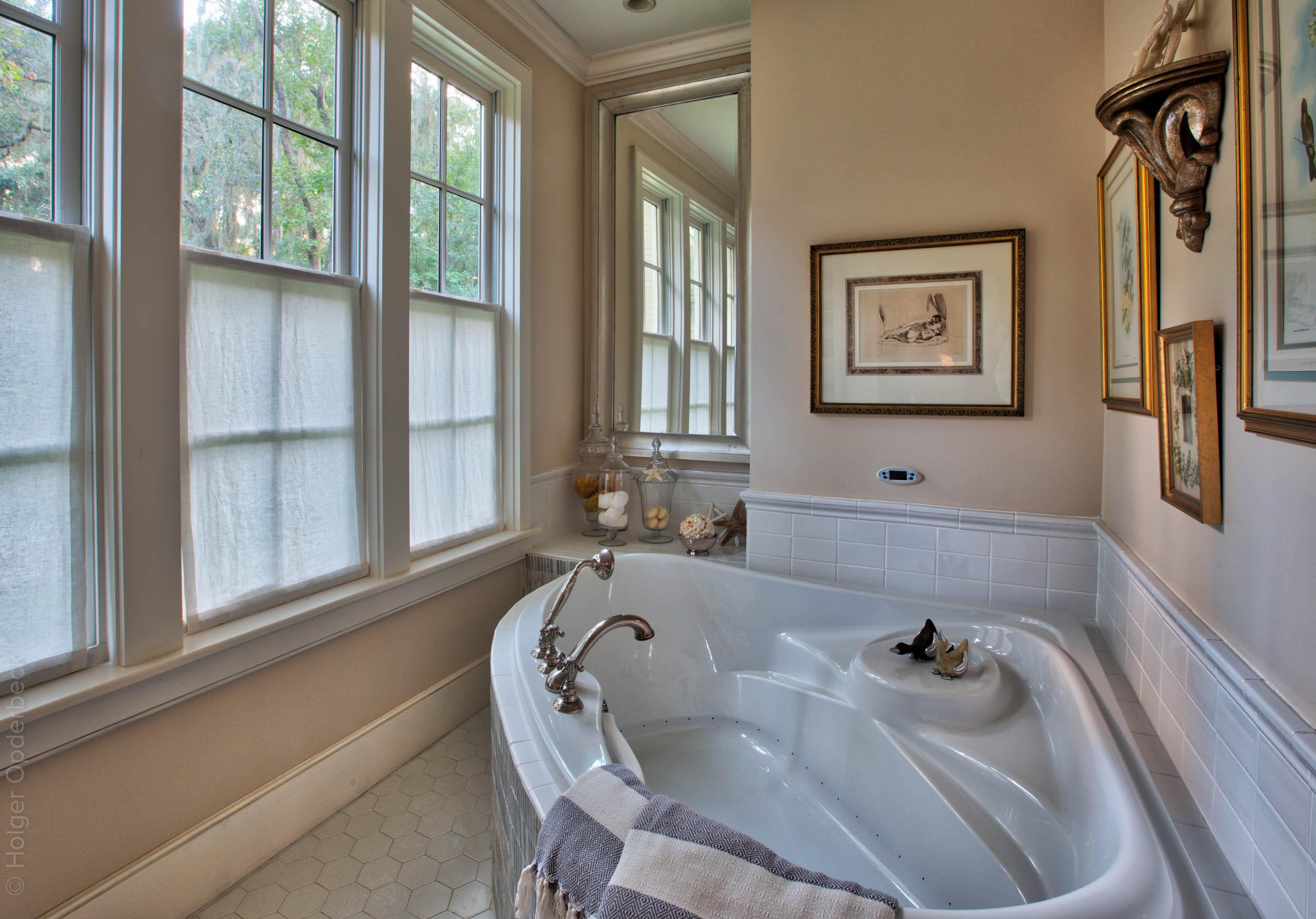 350 master-bath-tub.jpg