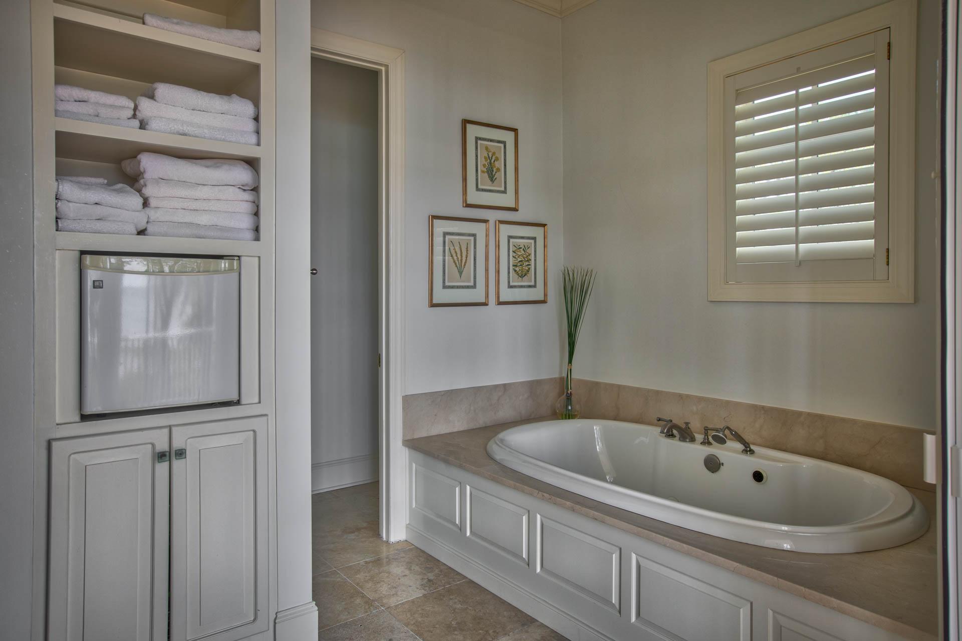 bedroom-master-bath-tub.jpg