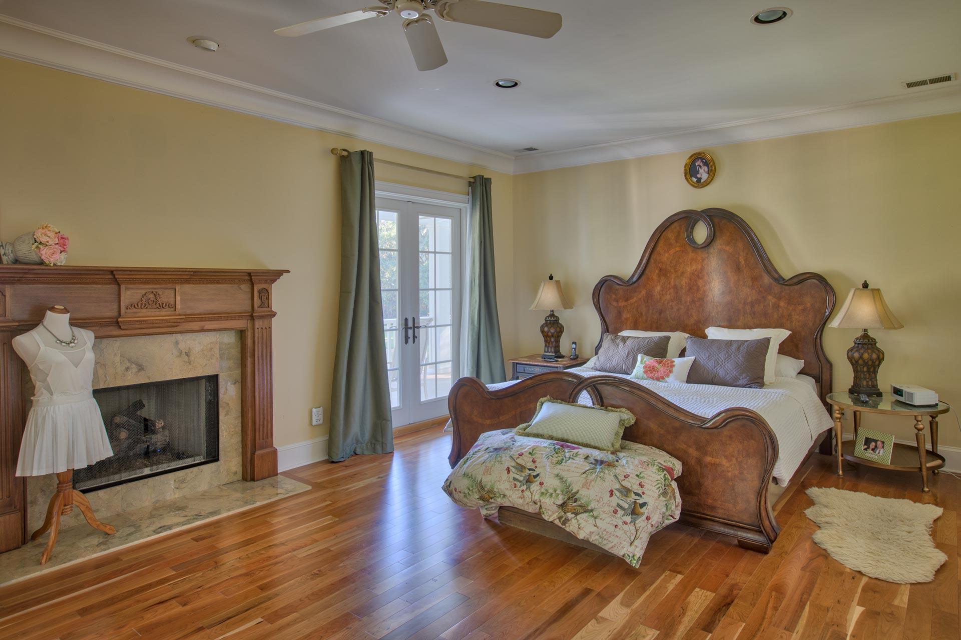 bedroom-master-bed.jpg