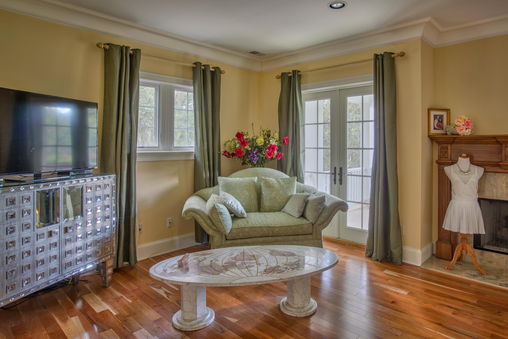 bedroom-master-sofa-L.jpg