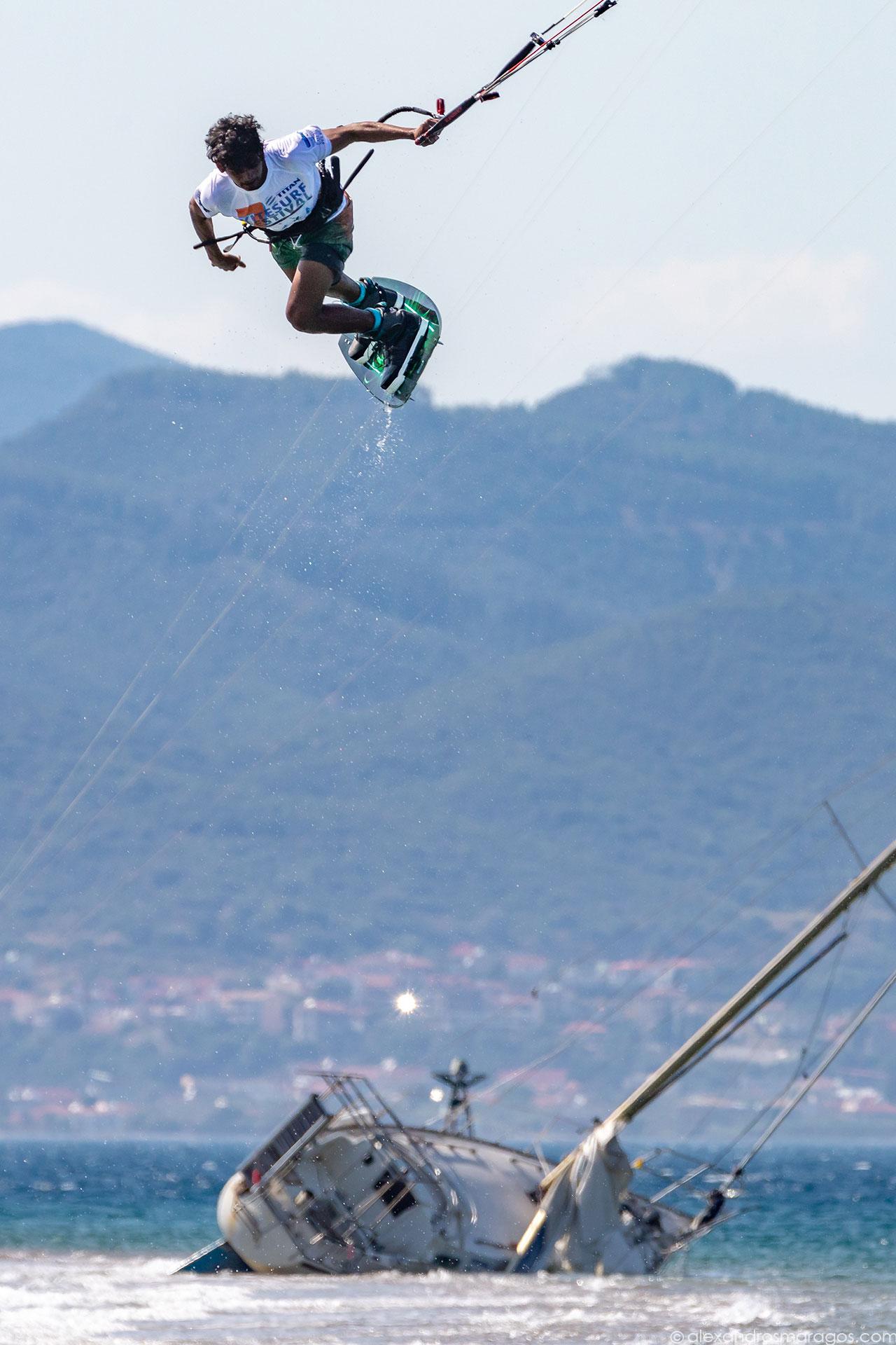 Carlos Mario performing at the Kitesurf Festival, Cape Drepano, Greece |© Alexandros Maragos