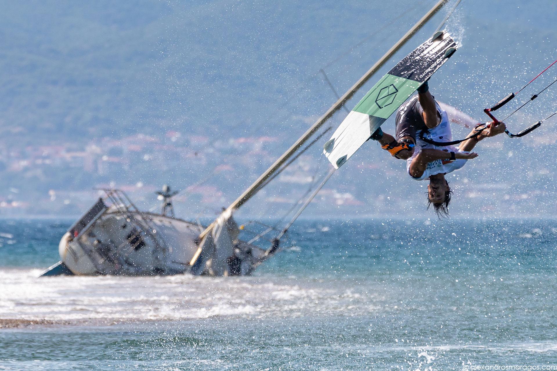 Youri Zoon performing at Cape Drepano, Greece |© Alexandros Maragos