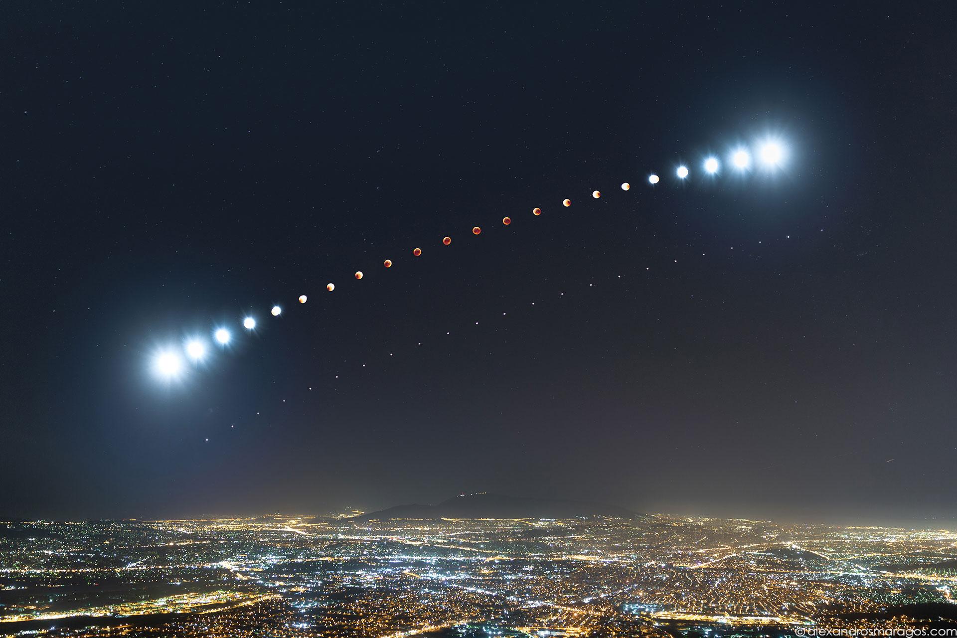 Total Lunar Eclipse over Athens, Greece | © Alexandros Maragos