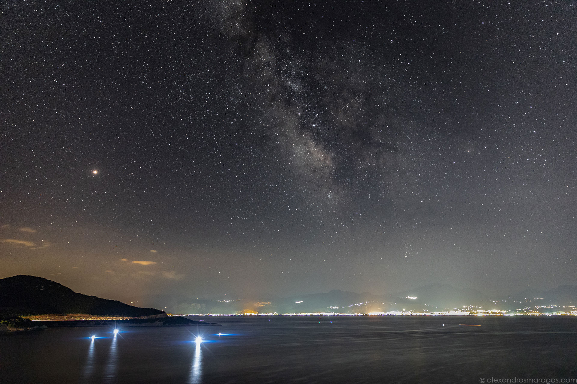 The Milky Way Galaxy and Mars over the Gulf of Corinth, Greece | © Alexandros Maragos