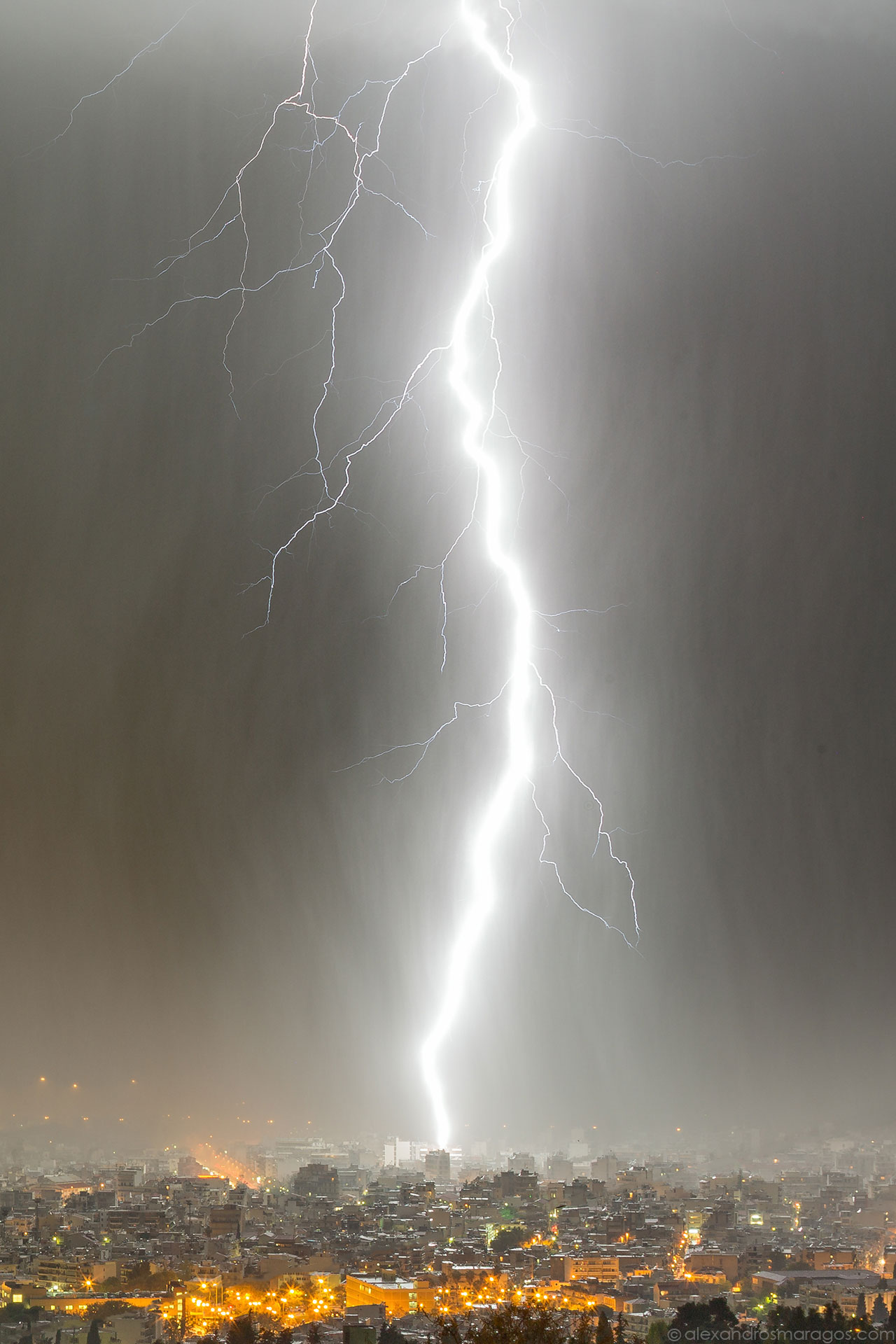 Lightning Strike Wallpaper | © Alexandros Maragos