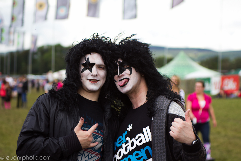 Kiss make an appearance in the crowd