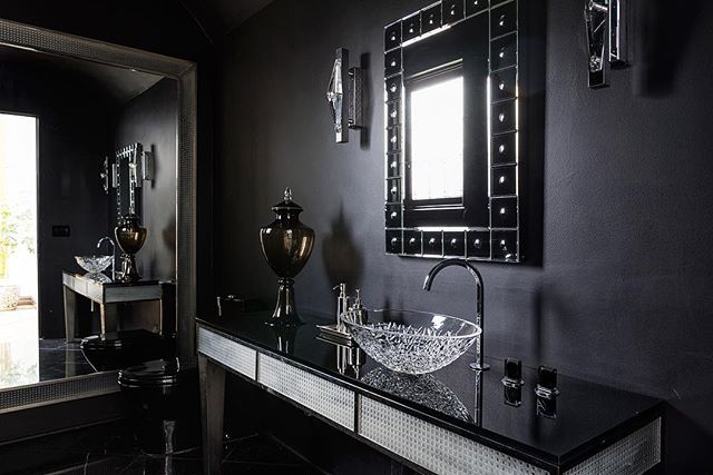 One of the chicest powder rooms I've photographed this year. In love with this gothic glamour 😍 #gothicglam #powderroomdesign #interiordesign #interiorsphotography #canon5dmarkiv #canon2470mm